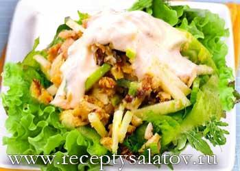 Французский куриный салат с орехами