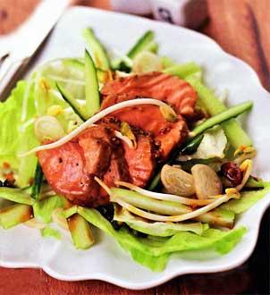 Кисло-сладкий салат с уткой