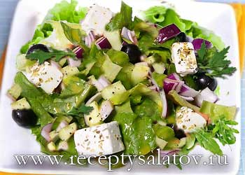 Огуречный салат с авокадо и сыром